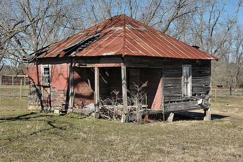 irwin county ga hip roof tenant farmhouse photograph copyright brian brown vanishing south georgia usa 2008