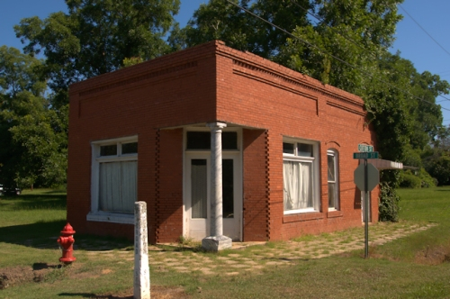 poulan-ga-abandoned-bank-photograph-copyright-brian-brown-vanishing-south-georgia-usa-2016