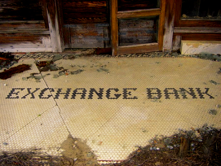 oakfield ga exchange bank tile entrance photograph copyright brian brown vanishing south georgia usa 2008