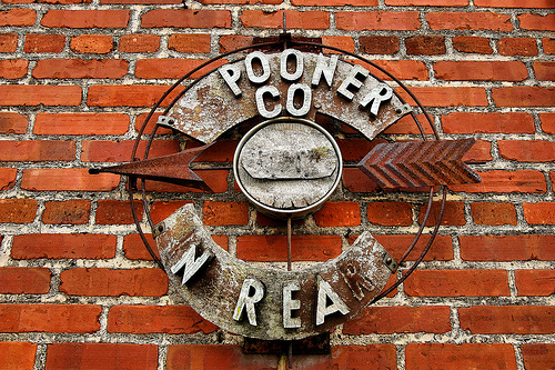 spooner company arrow sign warwick ga photograph copyright brian brown vanishing south georgia usa 2008