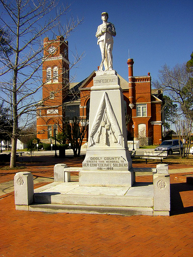 dooly county courthouse vienna ga confederate monument photograph copyriht brian brown vanishing south georgia usa 2009