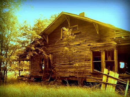 irwin county ga abandoned craftsman farmhouse photograph copyright brian brown vanishing south georgia usa 2009