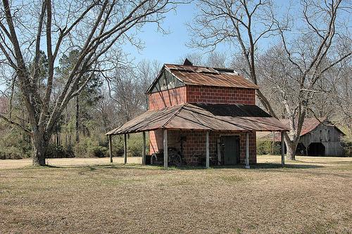 irwin county ga tile tobacco barn photograph copyright brian brown vanishing south georgia usa 2009