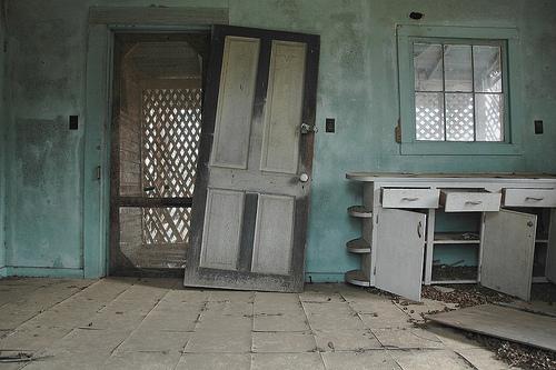 boston ga blue kitchen photograph copyright brian brown vanishing south georgia usa 2009