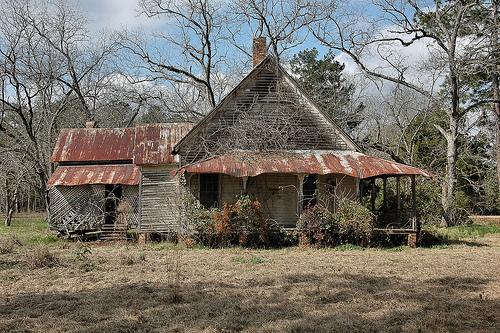 boston ga eclectic queen anne house photograph copyright brian brown vanishing south georgia usa 2009