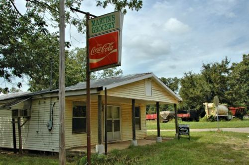bridgeboro ga crenshaw martin grocery photograph copyright brian brown vanishing south georgia usa 2009