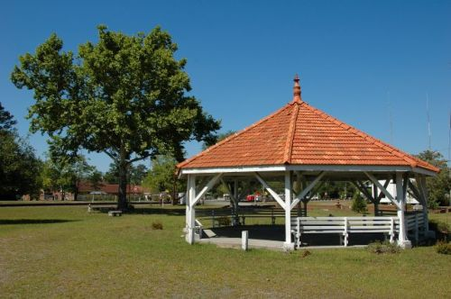 ludowici ga old well pavilion photograph copyright brian brown vanishing south georgia usa 20099