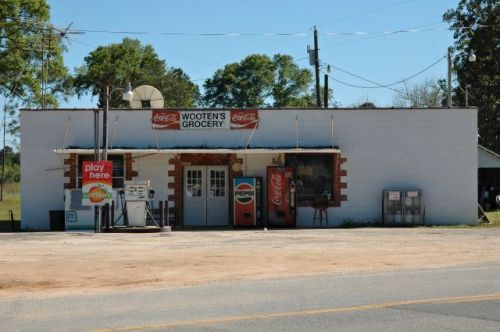 snipesville ga wootens grocery photograph copyright brian brown vanishing south georgia usa 2009