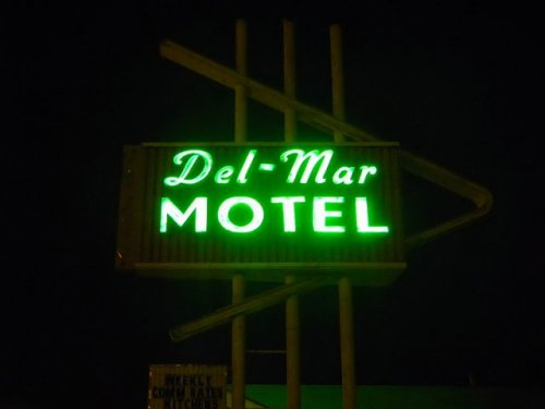 valdosta ga del mar motel neon sign photograph copyright brian brown vanishing south georgia usa 2009