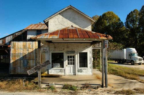 mcrage ga roadside filling station photograph copyright brian brown vanishing south georgia usa 2009