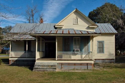 springfield ga gable front house photograph copyright brian brown vanishing south georgia usa 2009