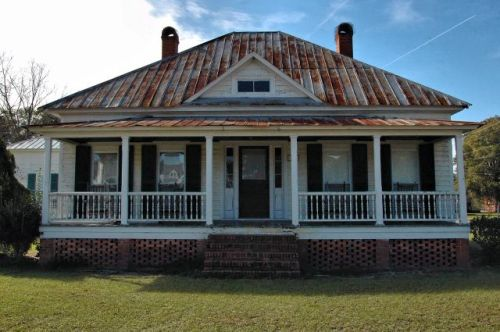 springfield ga hip roof house photograph copyright brian brown vanishing south georgia usa 2009