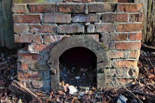 long-county-ga-tobacco-barn-furnace-photograph-copyright-brian-brown-vanishing-south-georgia-usa-2010