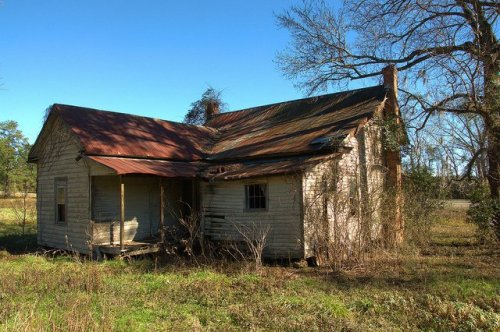 ogeechee-ga-screven-county-abandoned-farmhouse-rear-view-tin-roof-ghost-town-photo-copyright-brian-brown-vanishing-south-georgia1