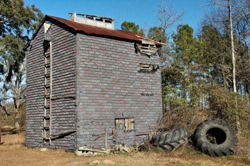 rye patch ga tobacco barn photograph copyright brian brown vanishing south georgia usa 2009