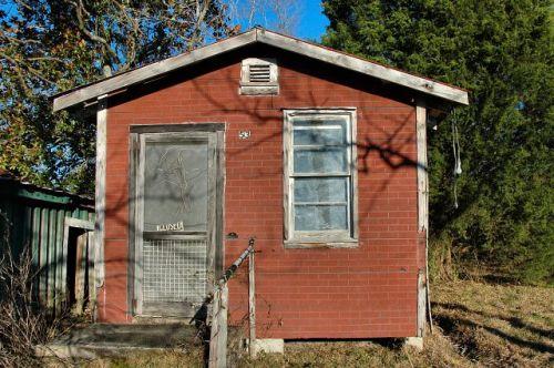 laurens county ga berry burchs barber shop photograph copyright brian brown vanishing south georgia usa 2010