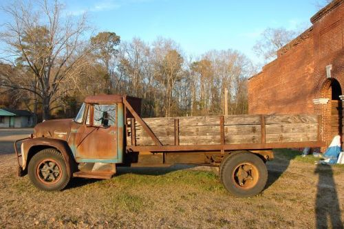 oakfield ga international loadstar 1600 truck photograph copyright brian brown vanishing south georgia usa 2010