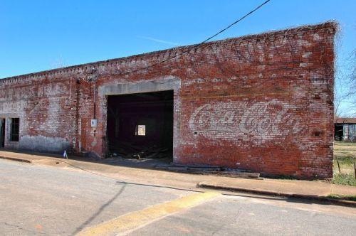 shellman ga mule barn coca cola ghost mural photograph copyright brian brown vanishing south georgia usa 2010