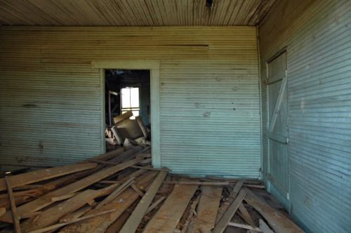 irwin county abandoned farmhouse interior photograph copyright brian brown vanishing south georgia usa 2010