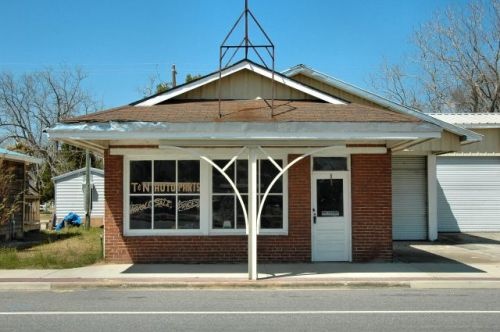 screven ga service station photograph copyright brian brown vanishing south georgia usa 2010