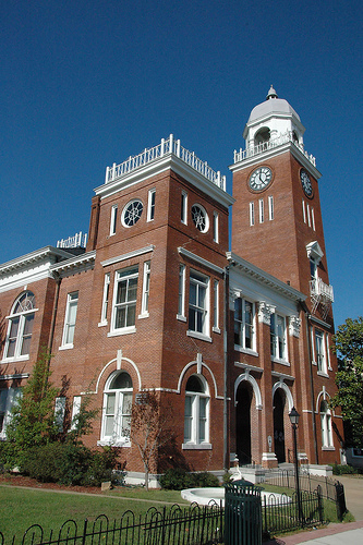 bainbridge-ga-decatur-county-courthouse-photo-copyright-brian-brown-vanishing-south-georgia-usa-2010