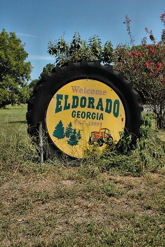 eldorado-ga-tift-county-ghost-town-welcome-sign-made-from-old-tractor-tire-pictures-photo-copyright-brian-brown-vanishing-south-georgia-usa-2010