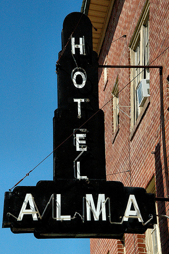 alma-ga-bacon-county-hotel-alma-neon-marquee-sign-black-white-art-deco-1938-pictures-photo-copyright-brian-brown-vanishing-south-georgia-usa-2010