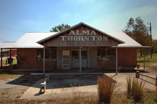 kville ga alma thorntons store photograph copyright brian brown vanishing south georgia usa 2010