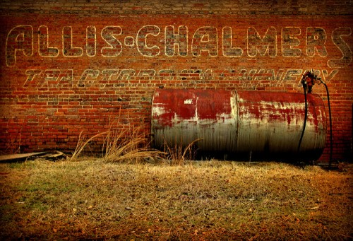 adrian-ga-youmans-tractor-company-allis-chalmers-mural-photograph-copyright-brian-brown-vanishing-south-georgia-usa-2011