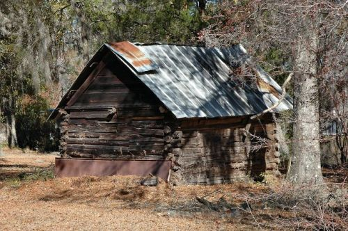 blackville ga log corn crib photograph copyright brian brown vanishing south georgia usa 2011