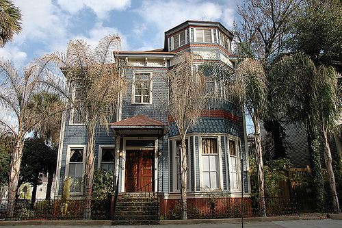 1000 images about southern ladies on pinterest savannah for Victorian house trim