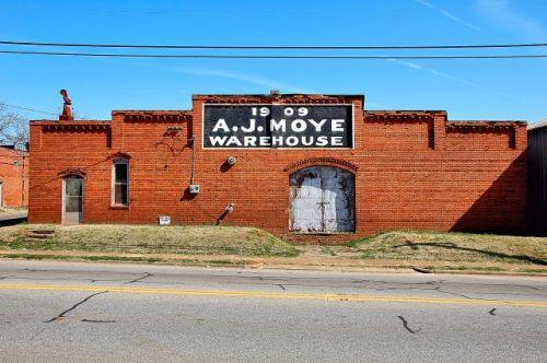cuthbert-ga-a-j-moye-warehouse-photograph-copyright-brian-brown-vanishing-south-georgia-usa-2011