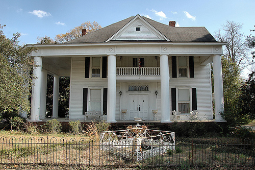 https://vanishingsouthgeorgia.files.wordpress.com/2011/03/hazlehurst-ga-jeff-davis-county-greek-neoclassical-revival-mansion-house-iron-fence-pictures-photo-copyright-brian-brown-vanishing-south-georgia-usa-2011.jpg?w=584