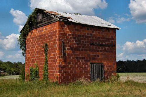 appling county ga tile tobacco barn photograph copyright brian brown vanishing south georgia usa 2011