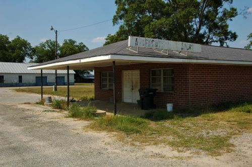 mendes ga andersons store photograph copyright brian brown vanishing south georgia usa 2011