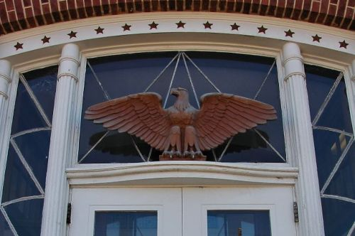 lyons ga post office albino manca eagle sculpture photograph copyright brian brown vanishing south georgia usa 201