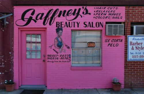 reidsville ga gaffneys beauty salon photograph copyright brian brown vanishing south georgia usa 2011