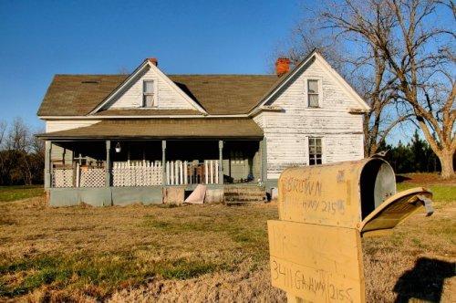 rochelle-ga-gabled-ell-farmhouse-photograph-copyright-brian-brown-vanishing-south-georgia-usa-2011