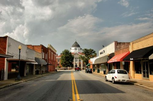 blakely ga main street looking toward courthouse photograph copyright brian brown vanishing south  georgia usa 2010