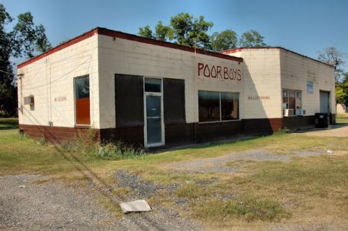 camilla-ga-poor-boys-lounge-photograph-copyright-brian-brown-vanishing-south-georgia-usa-2011