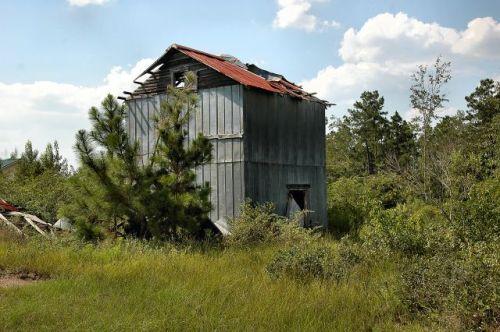 coffee-county-ga-tobacco-barn-sinkhole-road-photograph-copyright-brian-brown-vanishing-south-georgia-usa-2011