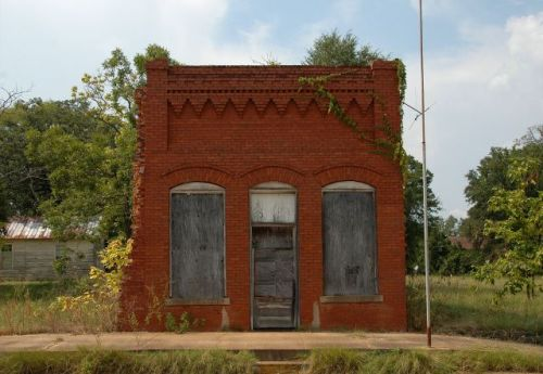 coleman-ga-bank-building-photograph-copyright-brian-brown-vanishing-south-georgia-usa-2011