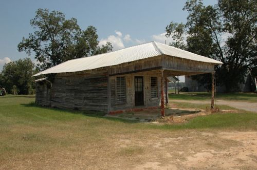 colquitt-ga-store-gas-station-photograph-copyright-brian-brown-vanishing-south-georgia-usa-2011