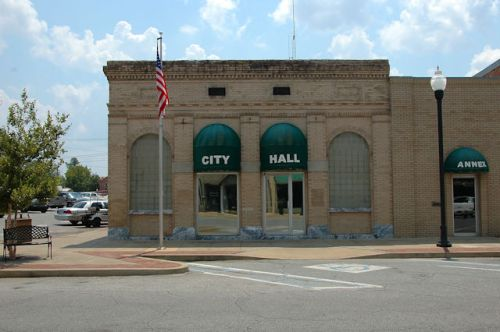 donalsonville-ga-city-hall-photograph-copyright-brian-brown-vanishing-south-georgia-usa-2011
