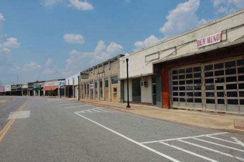 donalsonville-ga-commercial-storefronts-photograph-copyright-brian-brown-vanishing-south-georgia-usa-2011
