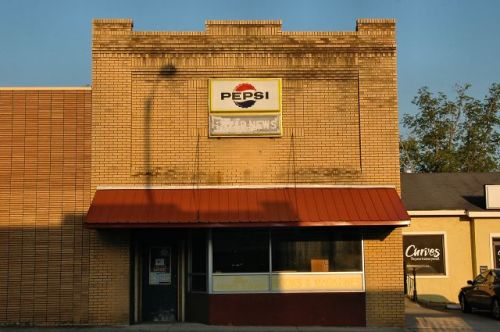douglas-ga-star-news-stand-photograph-copyright-brian-brown-vanishing-south-georgia-usa-2011