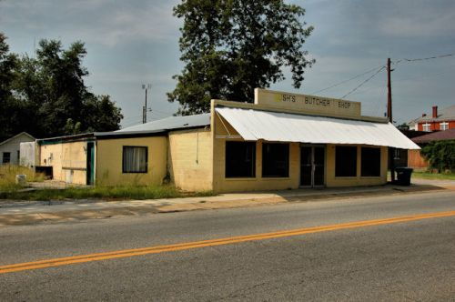 lumpkin-ga-bushs-butcher-shop-photograph-copyright-brian-brown-vanishing-south-georgia-usa-2011