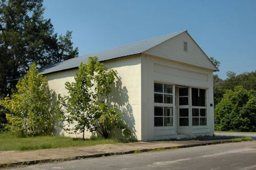 newton-ga-hall-odom-building-photograph-copyright-brian-brown-vanishing-south-georgia-usa-2011