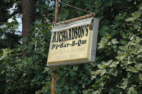 richardsons-pit-barbeque-sign-iron-city-ga-photograph-copyright-brian-brown-vanishing-south-georgia-usa-2011