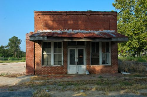 sycamore-ga-abandoned-storefront-photograph-copyright-brian-brown-vanishing-south-georgia-usa-2011